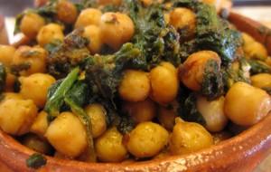 Блюдо из нута и шпината