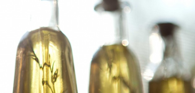 Итальянская кухня. Рецепт: Как приготовить ароматизированное масло с базиликом (фото)