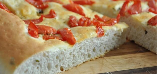 Итальянская кухня. Рецепт: Как приготовить фокаччу с кремом из базилика (фото)
