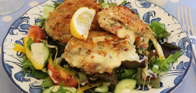 Итальянская кухня. Рецепт: Как приготовить запеченный картофель с моццареллой и беконом (фото)