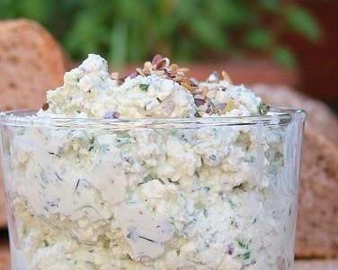 Итальянская кухня. Рецепт: Крем из рикотты с ароматными травами (фото)