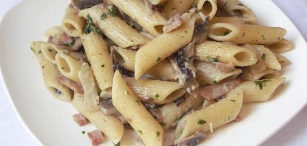 Итальянская кухня. Рецепт: Паста в соусе из грибов и бекона (фото)