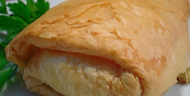 Пирожки из слоеного теста с ветчиной и соусом «Бешамель»