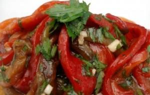 Салат из запеченного сладкого перца
