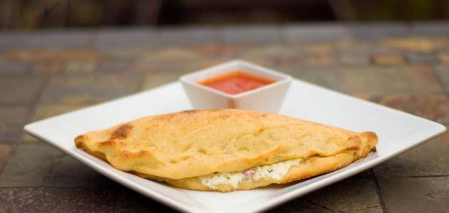 Итальянская кухня. Рецепт: Жареные кальцоне с ветчиной и моцареллой (фото)