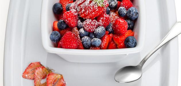 Итальянская кухня. Рецепт: Фруктовый салат из клубники, малины и черники (фото)
