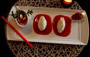 Мусс из рикотты с клубничным соусом