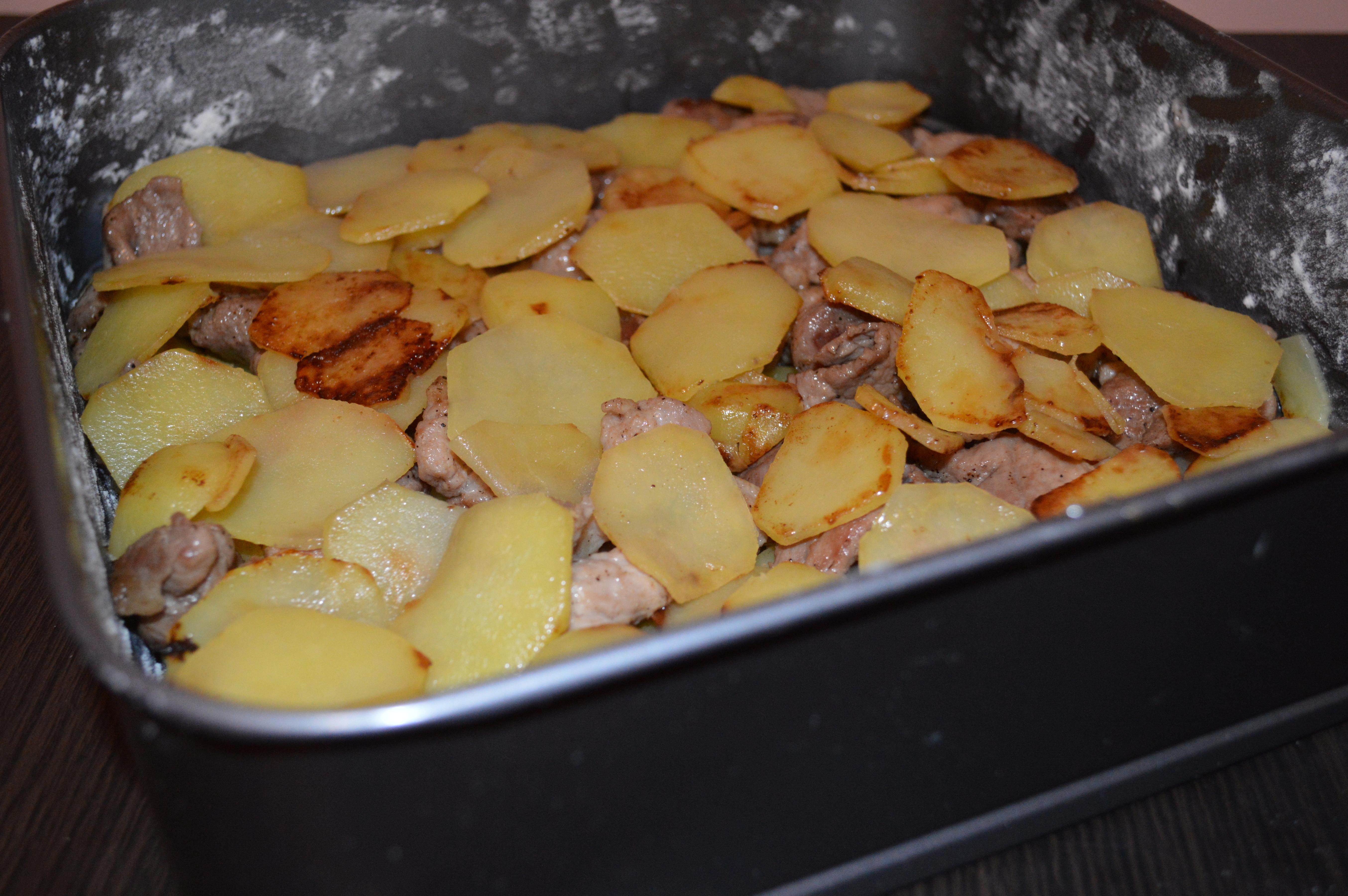 запечь картофель со свининой в духовке рецепт