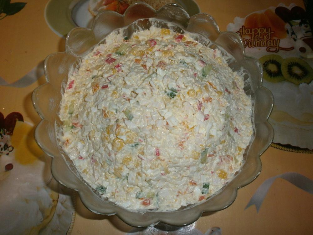 Фото рецепт салат с крабовыми палочками и помидорами и